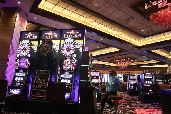 Online Slot Machine Casinos Is Far More Successful Than Land- Based Casinos - Betting